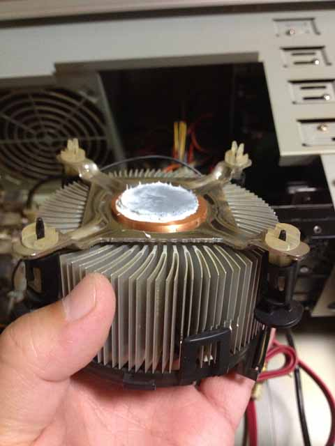 CPUクーラー固定ピン折れ